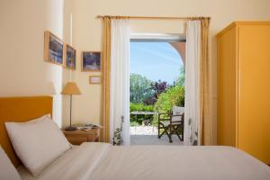 Ένα ή περισσότερα κρεβάτια σε δωμάτιο στο Eleonas hotel