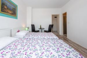 A bed or beds in a room at Apartment Fiorenini