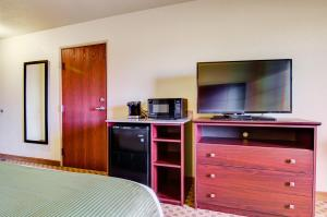A television and/or entertainment center at Cobblestone Inn & Suites-Winterset