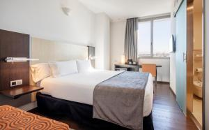 A bed or beds in a room at Ilunion Aqua 4