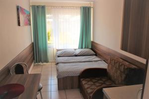 Łóżko lub łóżka w pokoju w obiekcie Oaza