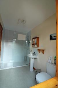 A bathroom at Larick House B&B