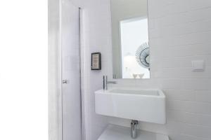 A bathroom at Alameda Exclusive House