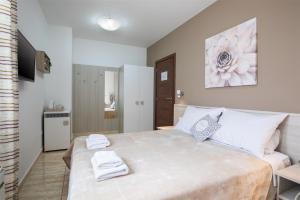 A bed or beds in a room at Apartments Villa Nina