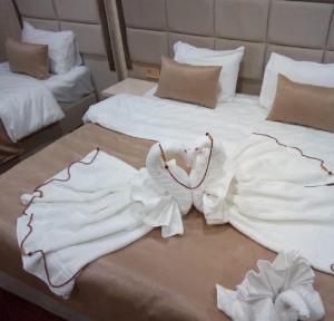 Cama ou camas em um quarto em El Royal Hotel