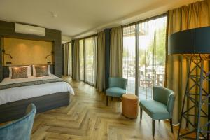 A bed or beds in a room at Boutique Hotel Karel de Stoute