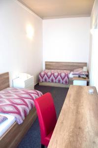 Postel nebo postele na pokoji v ubytování Designer Loft at Stodolní street