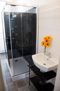 Koupelna v ubytování Designer Loft at Stodolní street