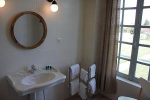 Salle de bains dans l'établissement Chambres d'Hôtes Château de Martragny