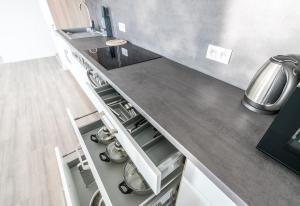 Kuchyňa alebo kuchynka v ubytovaní Apartmány Noviny