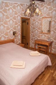 A bed or beds in a room at Smuku Muiža