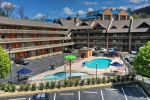 A view of the pool at Crossroads Inn & Suites or nearby