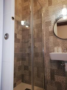 A bathroom at Hostal Sierpes