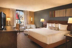 A bed or beds in a room at Excalibur