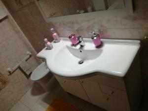 A bathroom at Casa dos Laços