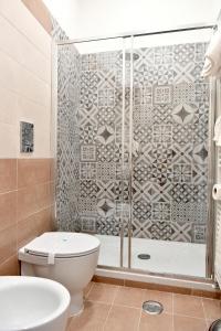 A bathroom at B&B A due passi