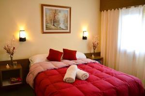 Una cama o camas en una habitación de Hostería Güemes