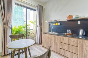 A kitchen or kitchenette at May Home