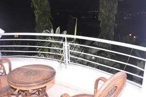 A balcony or terrace at City Hill Hotel