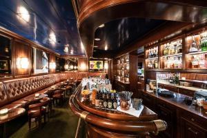 The lounge or bar area at Einstein St. Gallen