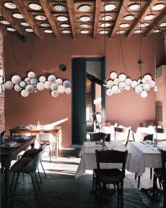 Un restaurante o sitio para comer en Maison Borella