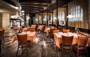 A restaurant or other place to eat at Hotel dell'Angelo