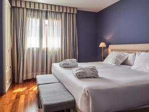 A bed or beds in a room at Hotel Blancafort Spa Termal