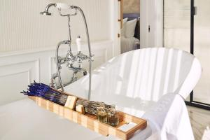 Un baño de Bless Hotel Madrid - The Leading Hotels of the World