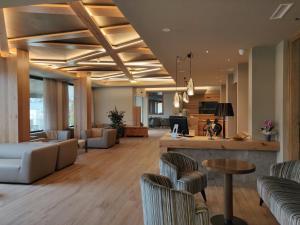 The lounge or bar area at Hotel Ambassador