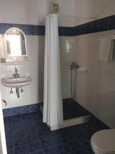 A bathroom at Villa Studios
