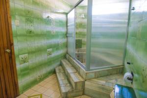 A bathroom at North Star Hostal Guayaquil