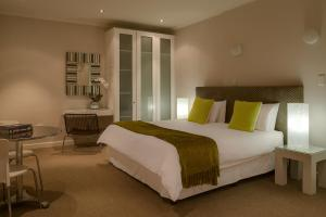 A bed or beds in a room at Oxford House