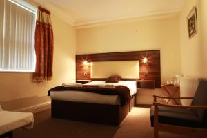 A bed or beds in a room at The Kingston Hotel