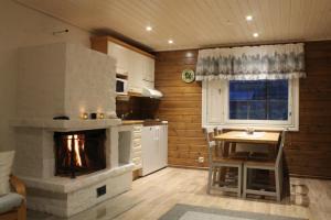 A kitchen or kitchenette at Loma-Vietonen Holiday Village