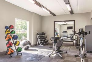 The fitness center and/or fitness facilities at La Quinta by Wyndham Atlanta Perimeter Medical