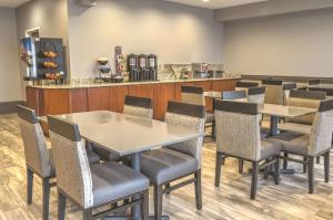 A restaurant or other place to eat at Best Western Plus Kalispell/Glacier Park West Hotel & Suites