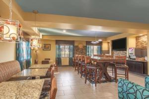 A restaurant or other place to eat at La Quinta by Wyndham Elizabethtown
