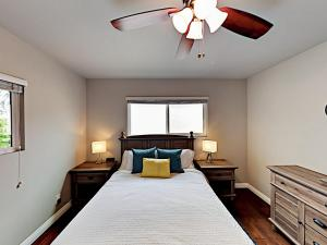 A bed or beds in a room at Main Street El Segundo Home