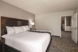 A bed or beds in a room at La Quinta by Wyndham Atlanta Airport South