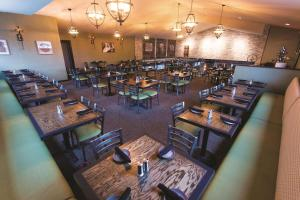 A restaurant or other place to eat at La Quinta by Wyndham Ocean City