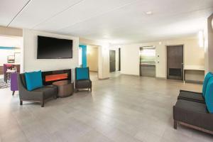 A seating area at La Quinta by Wyndham Sturbridge