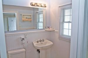A bathroom at The Hawthorne