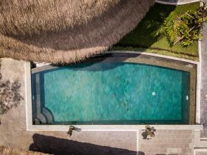 Vue sur la piscine de l'établissement Le Sabot Ubud ou sur une piscine à proximité
