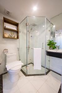 A bathroom at Hanoi Amber Hotel