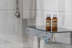 A bathroom at Copenhagen Go Hotel