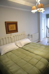 A bed or beds in a room at Hotel Tres Carabelas