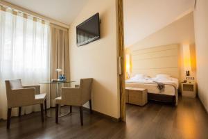 Cama o camas de una habitación en Mola Park Atiram Hotel