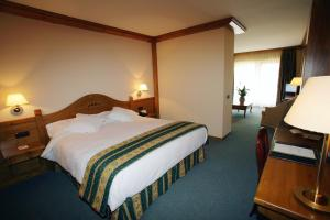 A bed or beds in a room at Sport Hotel Village
