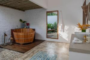 A bathroom at Pousada da Amendoeira