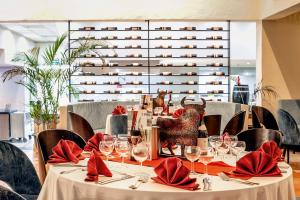 A restaurant or other place to eat at Aldiana Club Fuerteventura